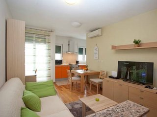 Apartment with one room in Split, with wonderful mountain view, balcony and WiFi