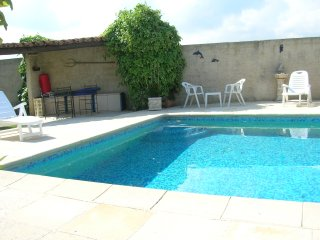 Bright apartment in Robion w/ pool