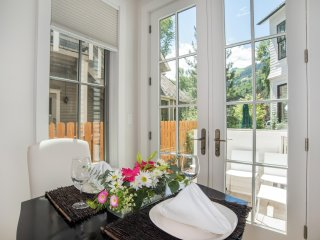 Contemporary Luxury Town Home, Walking Distance to Downtown Aspen!