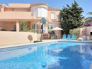 Cozy villa close to the center of Calp with Internet, Washing machine, Pool