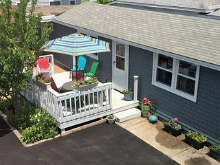 Cute, Cozy & Clean Beach Cottage - Great Deck! The Lynn Ann Cottage!