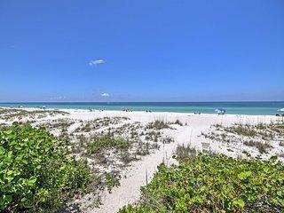 Anna Maria Island Beachfront Condo w/ Ocean Views