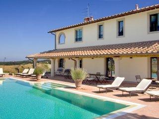 Isabella - Ideal for Couples and Families, Beautiful Pool and Beach
