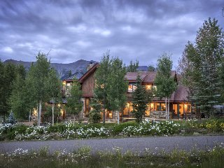 Stunning Home with hot tub, close to golf, basketball & tennis! - Shaqteau