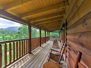 NEW! Boogie Bear 5BR Sevierville Cabin w/ Hot Tub!