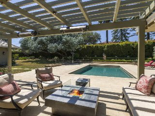 Amazing 5BR - Private outdoor pool & jacuzzi, close to downtown - California Dreamin'