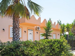 Bedroom, Private & Kids pool, Taverns nearby, Many beaches,Tourist attractions