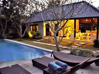 Outdoor Bale across pool