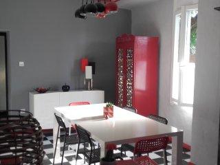 Gîte spacieux avec jacuzzi en Ardèche Méridionale .