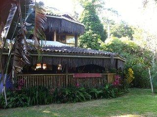 Maison dans la jungle avec 3 piscines,12 personnes
