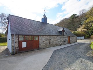 Cottage located just outside Machynlleth, Mid Wales. Degwm: 491245