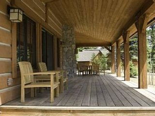 3 Bedroom Chalet with Wrap-Around Porch & Private Hot Tub ~ RA144977
