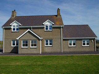 Cottage for 11 on the Llyn Peninsula. Hendy Iago: 486687