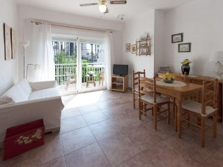 Spacious apartment very close to the centre of Grau i Platja with Washing machin