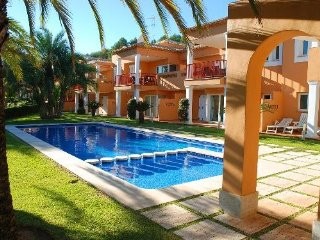 Spacious apartment in Muntanya de la Sella with Internet, Washing machine, Air c