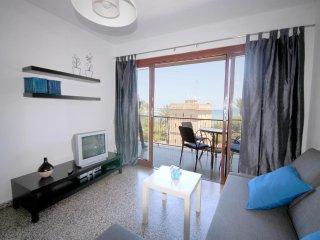 Spacious apartment a short walk away (51 m) from the 'Playa de la Marineta' in D