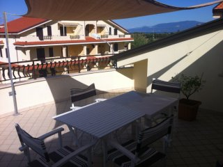 2 bedroom apartment La Marinella Pizzo, roof terrace close to beach and shops