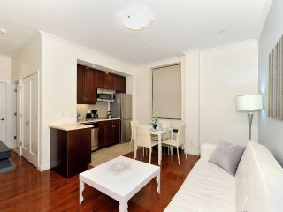 Beautiful 1 bed Times Square (8716)