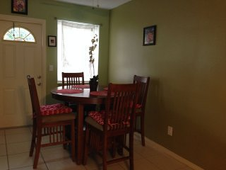 Fully Furnished 1/1 bedr Apt. Sleeps 3 to 4, wifi, cable TV, parking