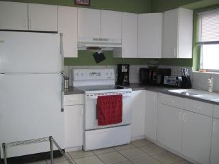 Cozy 1/1 Apartment, Furnished,  Vacation, Corporate rental
