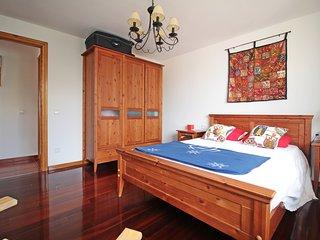 Bonito apartamento de dos dormitorios, con vistas directas al mar