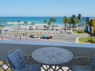 Oceanfront Vacation Apt. Furnished. A/C, Big bed. Dining balcony. Near Metro.