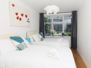 Cosy Two Bedroom Apartment in Central London- Sleeps 8 , Zone 1, Free Wi-Fi