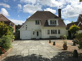 Seaside Retreat - Lovely family home with private garden