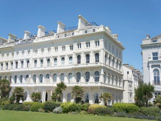 Captain Scott Penthouse very spacious and modern 2 bed apartment with sea views