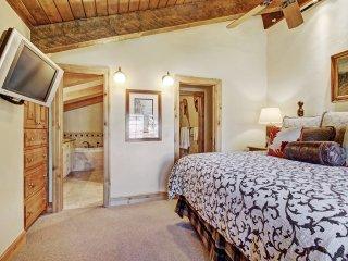 Premier! Spacious Mountain View 3 Br Condo at Lodge at Vail ~ RA155180