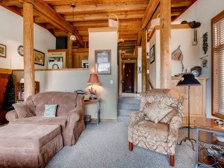 Spacious 1Br Condo Sleeps up to 4. Kids Ski Free! ~ RA142014