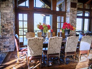Dinning Area and Nook will sit 18 comfortable. Amazing mountain views. Gourmet Kitchen.