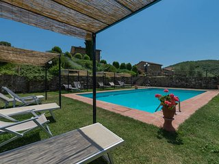 Frontino apt at La Vecchia Greve with Shared Pool and Free Wifi