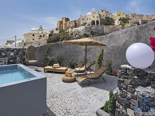 Rock Villas Complex, Castle view, 2 outdoor Jacuzzis, 240 sq.m, Up to 10 people