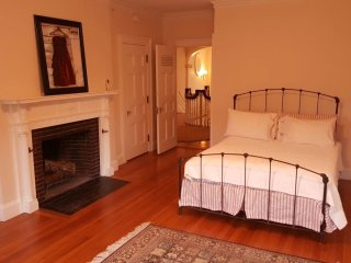 Baxter Suite at Clark Manor - Luxury & Privacy
