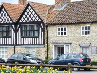 OSBOURNE COTTAGE, open fire, character, in Helmsley, Ref 914229