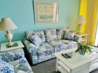 """Gulf Interlude"" new furniture, tv and more. Late Summer Rates  Awesome Views!"
