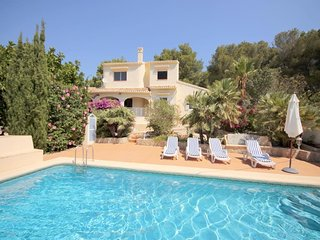 Spacious villa in the center of Panorama with Internet, Washing machine, Pool
