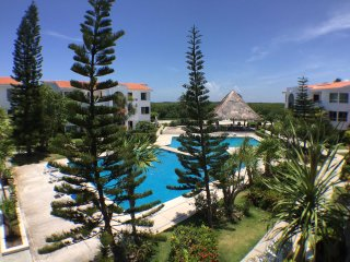 Lagoon View luxury Condo a block from The Beach!