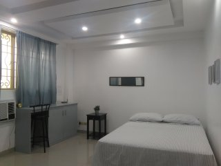 Studio Fits 4 pax. 8 mins to Ayala Avenue (Abela Apartments)