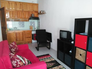 Akyaka. Central location, apartment with decked garden near to beach (Ezmi 1)