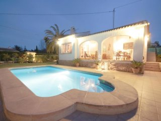 Spacious villa in El Tosalet with Internet, Washing machine, Pool