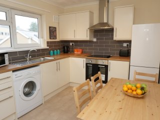 Spacious Modern Apartment In The Heart Of Cardiff With FREE Parking & Wifi