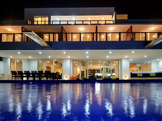8 bedroom luxury villa with pool