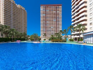 Spacious apartment a short walk away (354 m) from the 'Cala Calalga' in Calp wit
