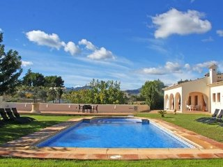 Spacious country house very close to the centre of Benissa with Internet, Washin