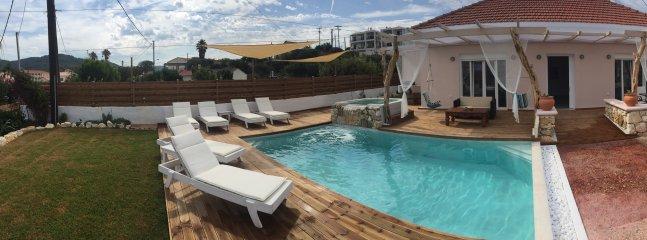 piscina privada y jardín con jacuzzi