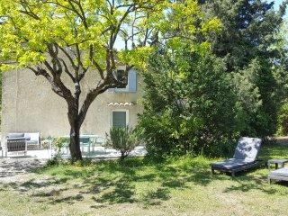 Mas des mûriers. Logement indépendant dans un authentique mas provençal