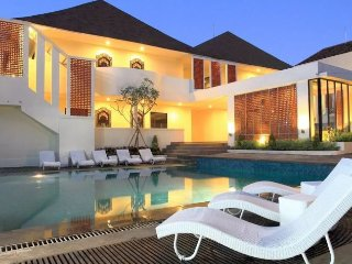 Heart of Kuta, 2 Pools, Breakfast,  5 mins walk to beach!!