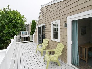 Remodeled 6BR w/ Decks & Outdoor Shower - Walk to Beach, Restaurants & Shops